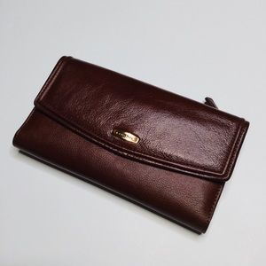 Fossil Flap Clutch
